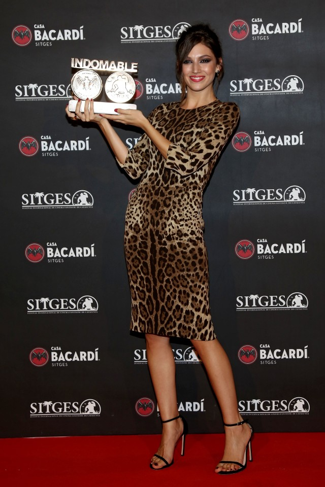 _rsula Corberó posando con el premio