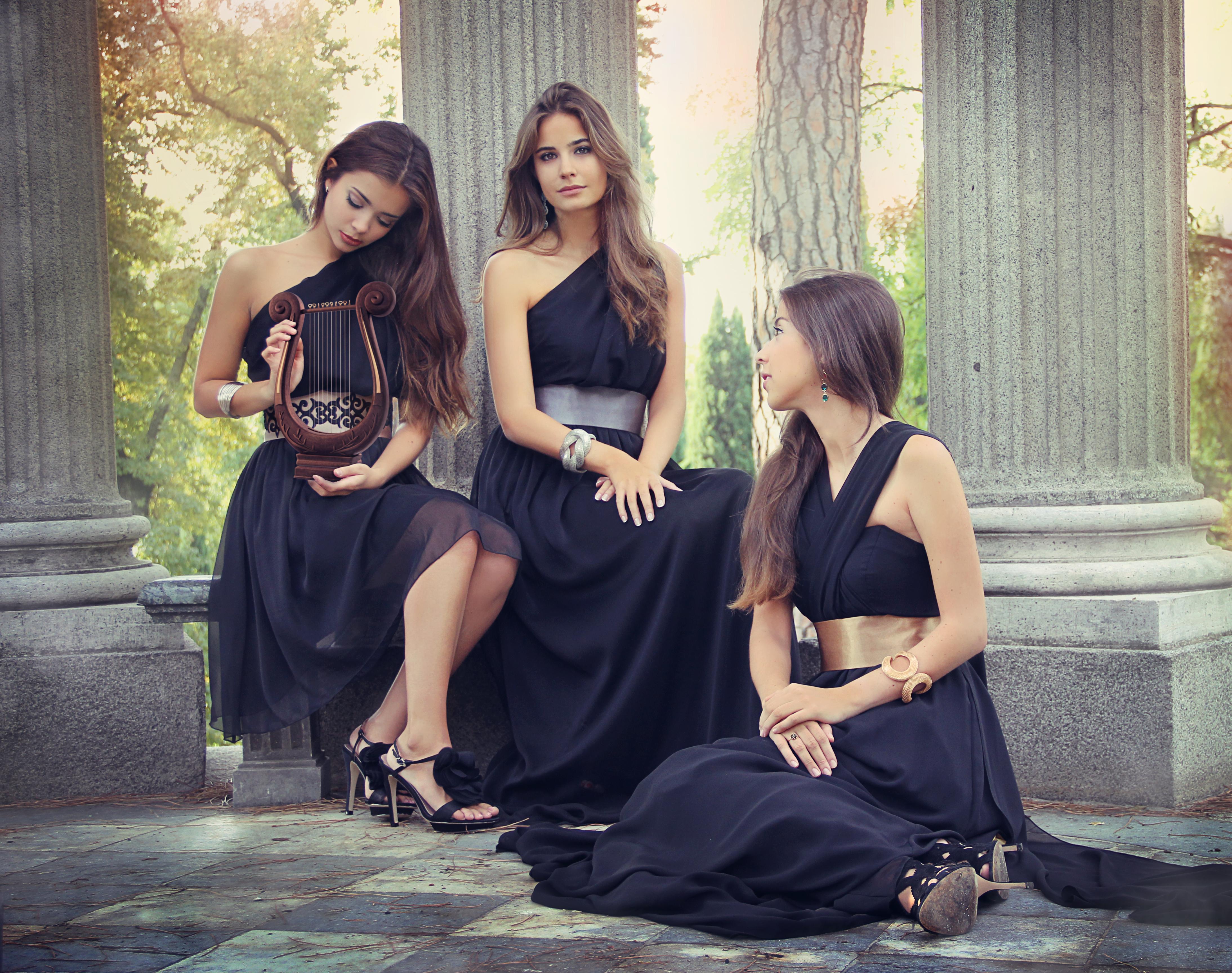 Catalogo vestidos selene largo y corto negro y atenea for Catalogo selene