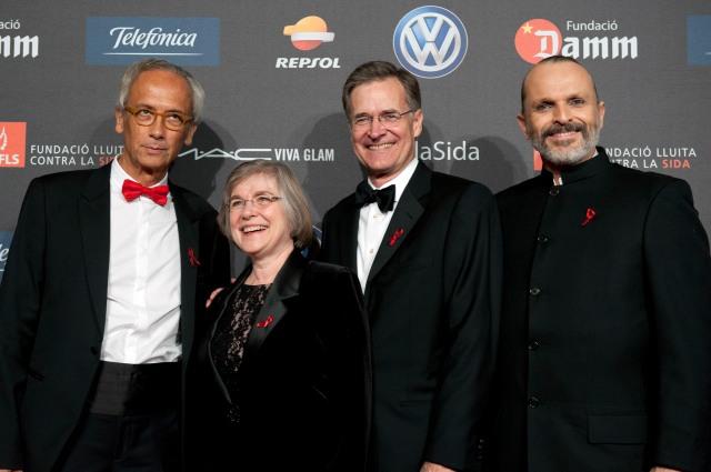 Dr. Clotet, Bruce Walker y Sra., Miguel Bosé