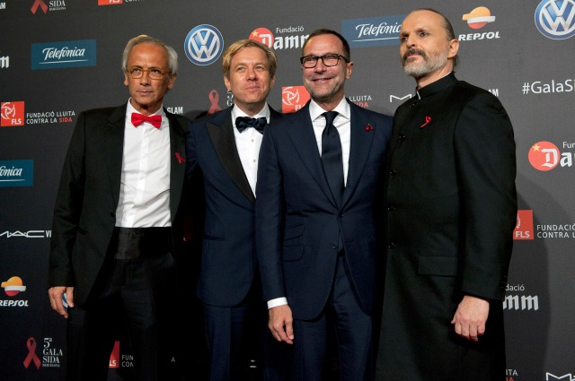 Dr. Clotet, Michael Smith, James Costos, Miguel Bosé