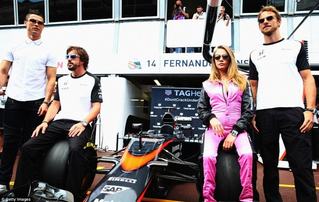 290729D600000578-3094926-Ronaldo_and_the_London_born_model_pose_with_McLaren_drivers_Fern-a-8_1432468835117
