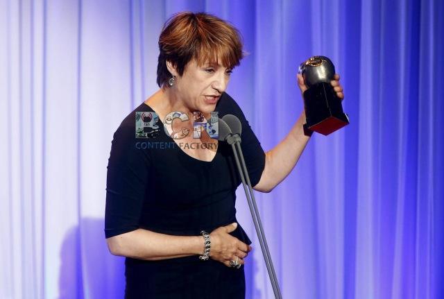 GRA431. BARCELONA, 18/05/2015.- La actriz Blanca Portillo recoge el Premio Max a la Mejor Actriz protagonista durante la ceremonia de entrega de los Premios Max de las Artes Escénicas 2015 celebrada en la Sala BARTS de Barcelona. EFE/Andreu Dalmau