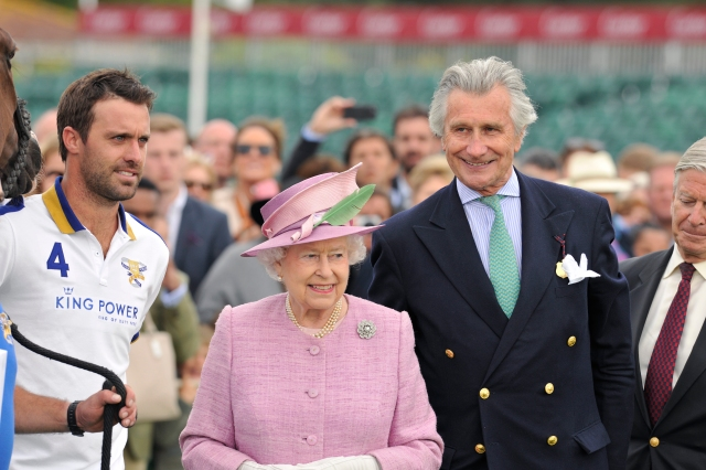 HM_THe_Queen_and_Mr_Arnaud_Bamberger_2