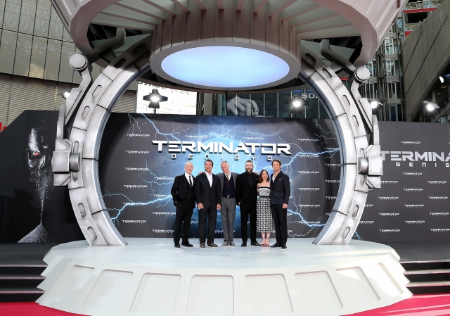 BERLIN, GERMANY - JUNE 21:  (L-R) Actors J.K. Simmons, Arnold Schwarzenegger, director Alan Taylor, actors Jai Courtney, Emilia Clarke and Jason Clarke attend the European Premiere of 'Terminator Genisys' at the CineStar Sony Center on June 21, 2015 in Berlin, Germany.  (Photo by Gisela Schober/Getty Images for Paramount Pictures International) *** Local Caption *** J.K. Simmons; Arnold Schwarzenegger; Alan Taylor; Jai Courtney; Emilia Clarke; Jason Clarke