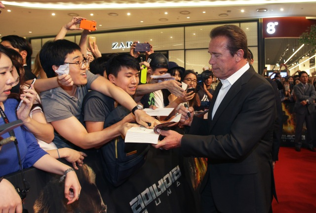SEOUL, SOUTH KOREA - JULY 02:  Arnold Schwarzenegger attends the Seoul Premiere of 'Terminator Genisys' at the Lotte World Tower Mall on July 2, 2015 in Seoul, South Korea.  (Photo by Chung Sung-Jun/Getty Images for Paramount Pictures International) *** Local Caption *** Arnold Schwarzenegger