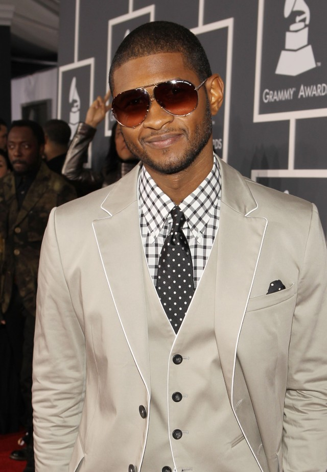 LOS ANGELES, CA - JANUARY 31:  Singer Usher arrives at the 52nd Annual GRAMMY Awards held at Staples Center on January 31, 2010 in Los Angeles, California.  (Photo by Christopher Polk/Getty Images)