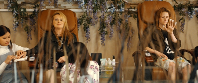 Ricki (Meryl Streep) and Julie (Mamie Gummer) n TriStar Pictures' RICKI AND THE FLASH.