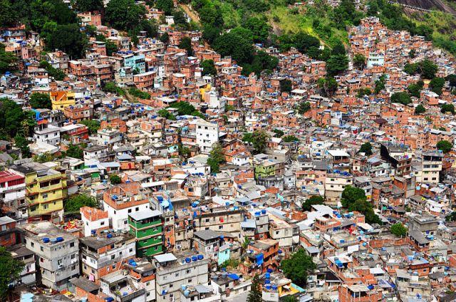 800px-1_rocinha_favela_closeup