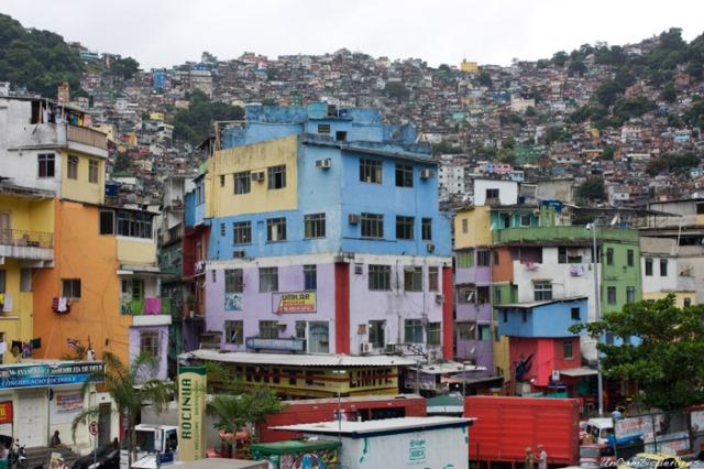 favela-rocinha-rio-de-janeiro-04