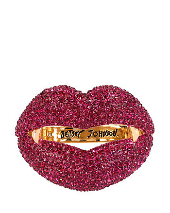 DARK-SHADOWS-VAMPIRE-LIPS-HINGE-BANGLE_PINK