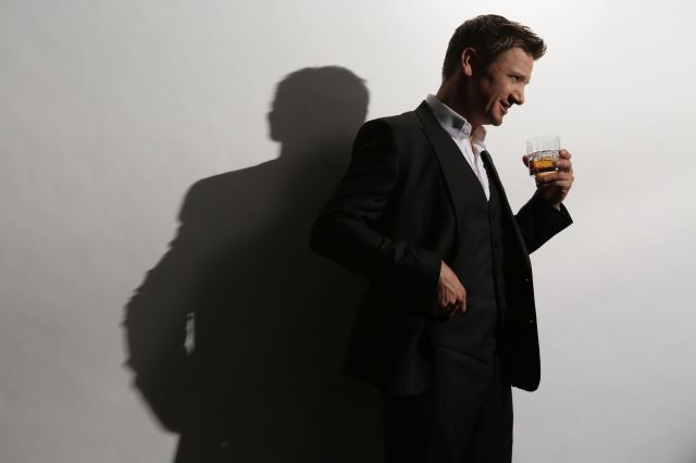 behind-the-scenes-remy-martin-jeremy-renner-patrick-yonally-phtgr